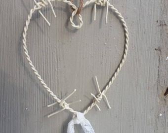 Barbed wire heart - ivory-