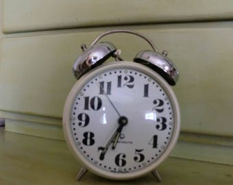 Star and the authentic Mera alarm - POLTIK good outside clock does not work properly buzzing with