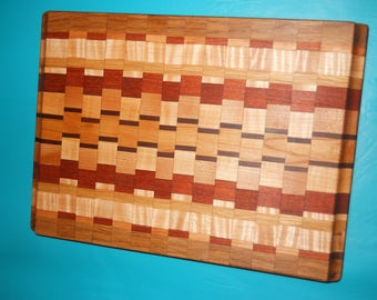 DELUXE CUTTING BOARD