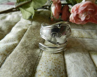Spoon Ring, Initial E, Size 8, Silverware Jewelry, Spiral Ring, Wrap Ring, Vintage Silverware, Flatware Jewelry, Spoon Ring Jewelry