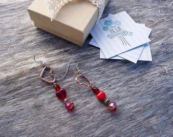 Heart earrings // drop earrings // dangle earrings // beaded earrings // copper // gift for her // handmade jewelry
