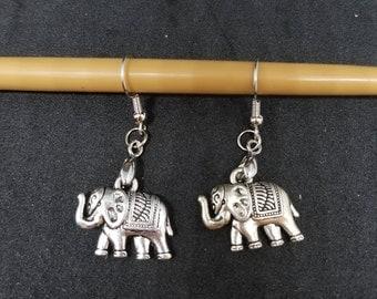 Cute Elephant Dangle earrings - sliver plated