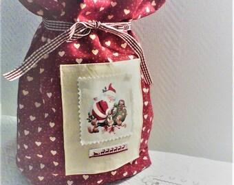Noël,sac de noël,pochon de noël ,cadeau de noël,cadeau pour Elle,tissu coeurs blancs sur fond rouge ,image de noël ,fait main .