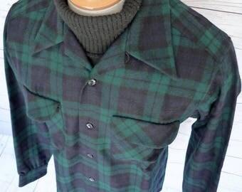 PENDLETON High Grade Western Wear PLAID WOOL Button-Up Shirt Size Medium Usa