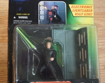 Star Wars Electronic Power F/X Luke Skywalker NIB (With Glowing Lightsaber and Remote Dueling Action)