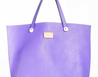 OVERSIZED LEATHER TOTE, Unlined summer tote.