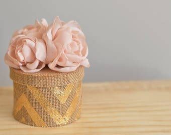 Round Gift Box with Flowers