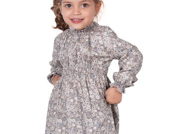 Sleeved dress with floral pattern