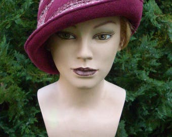 Hat model mix in Berry colors Gr. 55