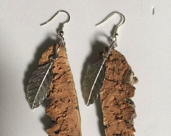 Single earring with natural cork