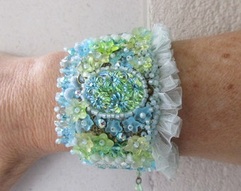 """Cuff Bracelet """"Fiji"""" with a handmade oval cabochon and green light/lime turquoise colored beads"""