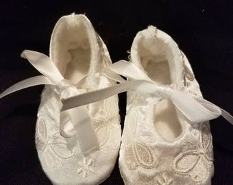 White satin butterfly baby booties