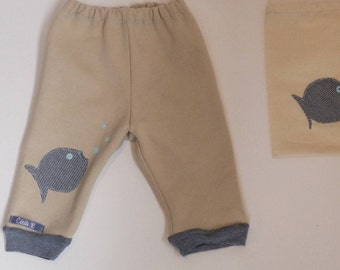 Beige fleece leggings pants, narrow at the bottom with Navy and ecru striped jersey stored in a matching bag