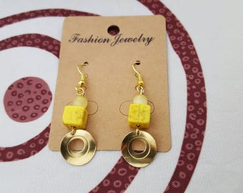 Earrings hook gold metal, glass bead and yellow howlite and charm
