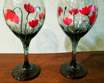 Red poppies hand painted wine glass set