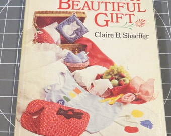 Sew a Beautiful Gift 1986  Great Patterns Aprons, Table Clothes, Pot Holders