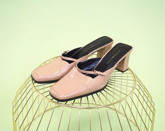 Beautiful vintage tan mules with square toe, square heel and cute little strap and buckle in front SIZE 9.5
