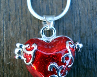 Valentine gift - Alice in Wonderland Queen of Hearts locket jewelry - locket and chain - silver plated - free red voil gift bag