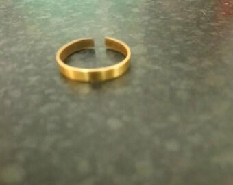 Medium size adjustable brass split ring