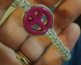 Adjustable hemp bracelet with peace sign