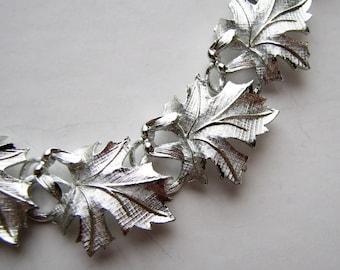 signed Lisner maple leaf necklace . vintage brushed silver leaf collar necklace with adjustable chain . link leaves necklace