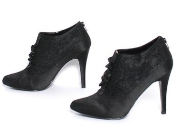 size 9.5 VICTORIAN black satin lace 80s 90s STILETTO WITCHY zip up high heel ankle boots