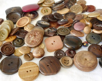 Lot of 100 VINTAGE Mix Plastic & Wood Sewing Craft BUTTONS  E8