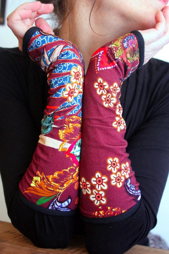 Mitaine Bordeaux Fleurs et Perruches Bleu, en jersey de coton