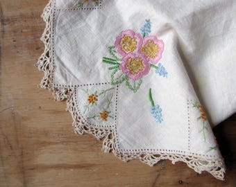 vintage hand embroidered doily - lace trimmed with floral motif - shabby cottage home decor