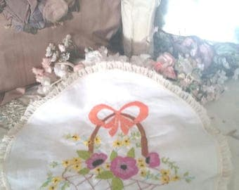 vintage floral doily, round doilies, flower basket embroidery, shabby homewares, vintage fabric