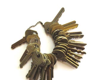 DESTASH 25 Vintage keys Jewelry keys Cheap keys House keys Bargain Lot of keys Wholesale keys Wedding keys Bulk keys Used keys Old keys #36
