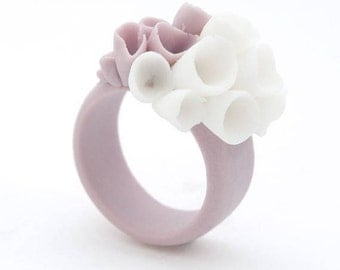 Pastel purple porcelain ring with cluster white flowers  La-Rochelle ceramic statement ring handcrafted jewelry floral jewelry