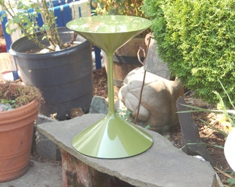 """Italian Artist / Designer Prospero Rasulo's early """"Tempo"""" cone / barbell Zanotta Side Table in rare crocodile / pear / avocado green color"""