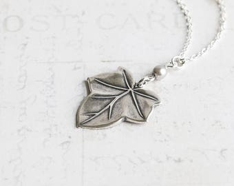 Antiqued Silver Plated Ivy Leaf Pendant Necklace with Custom Pearl Color, Bridesmaid Necklace Set