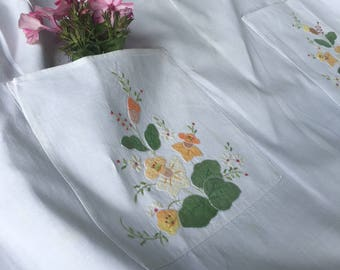Dainty 1970s floral apron