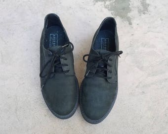 Vintage Womens 6.5 Arizona Shoes Black Nubuck Leather Tie Shoes Sneakers Casual Work Classic Lace Up Shoe Boho Hipster Preppy Spring Fashion