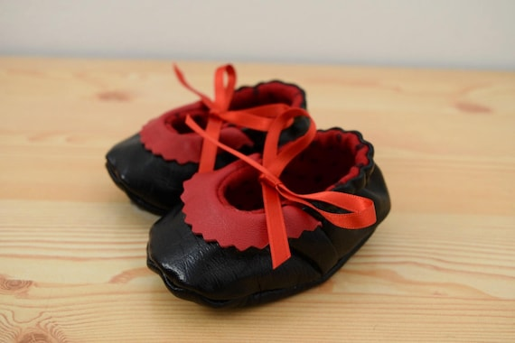 Leather baby shoes,baby booties,leather shoes,black baby shoes,red shoes,black leather shoes,baby shoes leather,maryjane shoes,baby girl