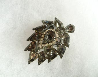 Vintage WEISS Gray Rhinestone Brooch Pear Shaped Prong Set Rhodium Plated Signed