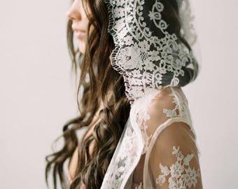 Stella Hooded French Lace Boudoir Robe Kimono Ivory