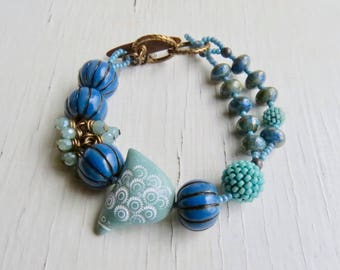 Daisy Bird - handmade artisan bead bracelet in soft mint green, deep blue w ceramic, glass and ceramics - Songbead, UK, narrative jewellery