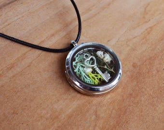 Glass Locket, Floral Necklace, Moss Necklace, Locket Flower Necklace, Glass Locket, Glass Terrarium, Locket Jewelry, Christmas Gifts,