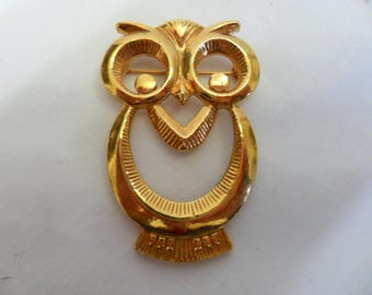Vintage Owl Brooch Pin Gold Tone Wise Old Owl Bird A Large Brooch!