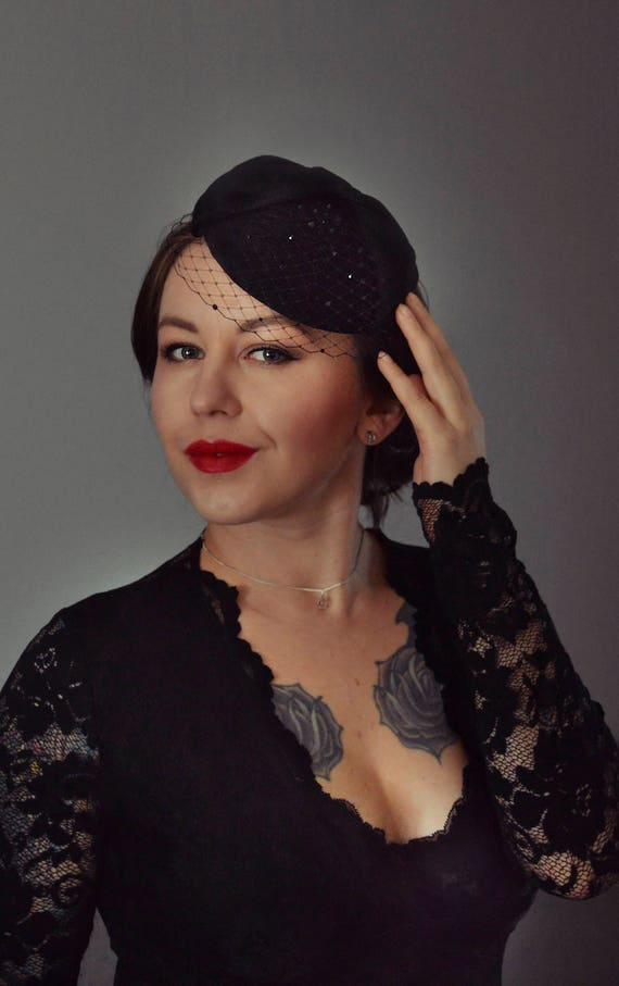 Cocktail Hat, Black Pillbox Hat, Fascinator Headpiece, Birdcage Veil Hat, Vintage Glamour, Vintage Hair Accessories, Black Mini Hat