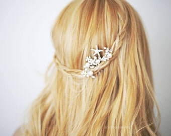 Starfish Bridal Hair Comb. Wedding Decorative Combs. Starfish and Pearl Hair Comb. Beach Wedding. Bridal Jewelry. Bridesmaid Accessories.