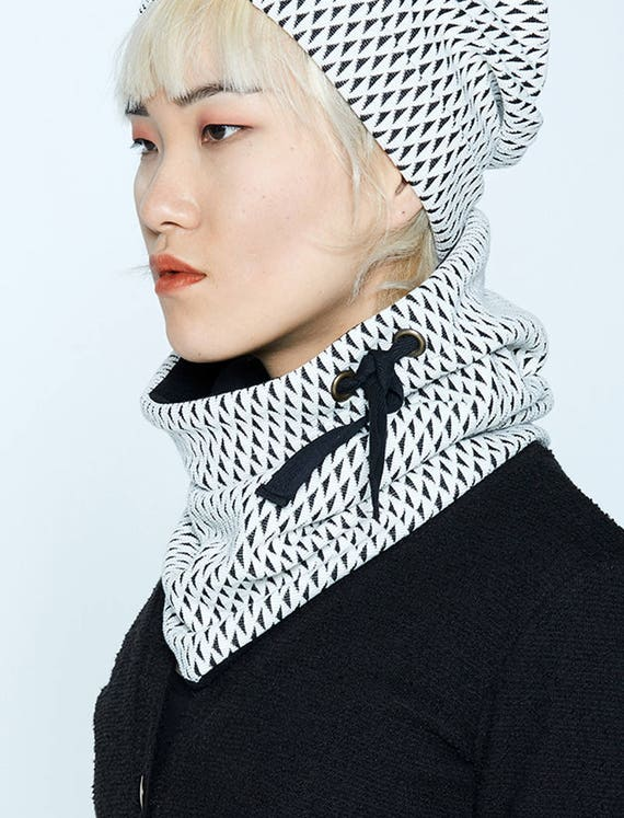 MYSKI - plain neckwarmer for winter, scarf lined in polar for womens - ivory white with black triangles print