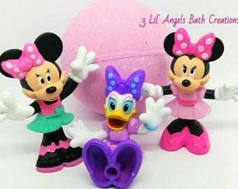 Minnie Mouse bath bomb, surprise bath bomb, bath bomb for kids, toy bath bomb, bath fizzie, bath bomb, Fizzy Bath Bomb