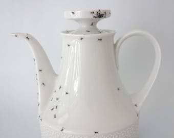 Chitins Gloss - teapot - vintage porcelain handpainted with ants