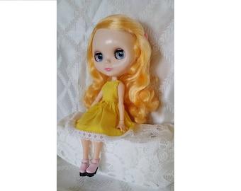 blythe doll, blythe dress, blythe yellow dress, blythe sleeveless dress.
