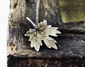 Ivy Leaf Pendant, Antique Silver Leaf Pendant 33x24mm, Nature charm for Necklaces Jewelry Making
