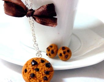 Chocolate chip cookie necklace and matching earrings